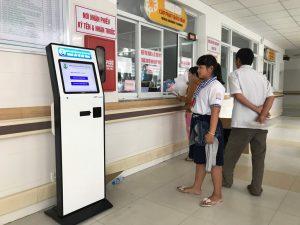 9 Kiosk He Thong Xem Hang Tu Dong Benh Vien 2 1 1