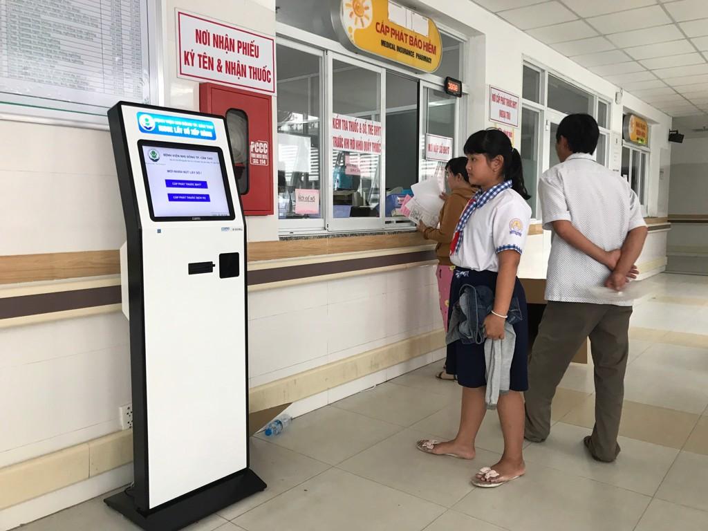 9 Kiosk He Thong Xem Hang Tu Dong Benh Vien 2