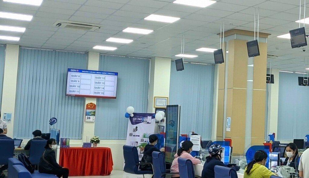 Hệ thống xếp hàng tự động tại ngân hàng